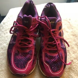 ASICS athletic running shoes 9.5 great condition